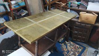 Mesa de latón