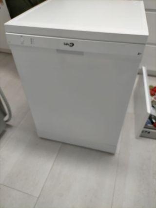 lavavajillas blanco