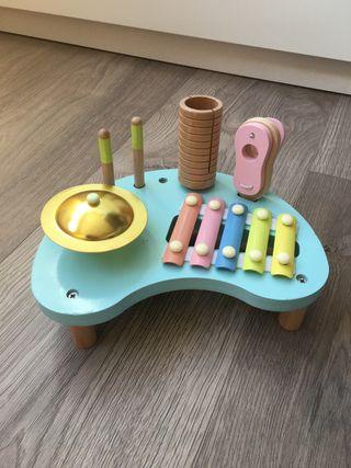 Mesa musical de madera