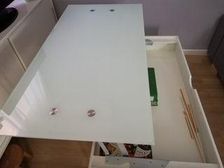 Mesa elevable cristal blanco y metal