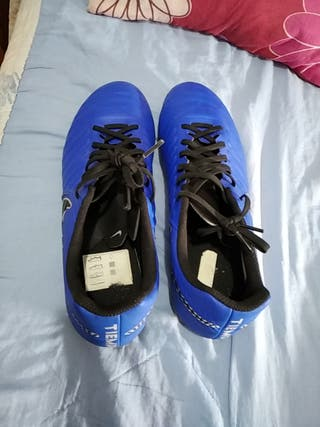 botas de fútbol talla 44