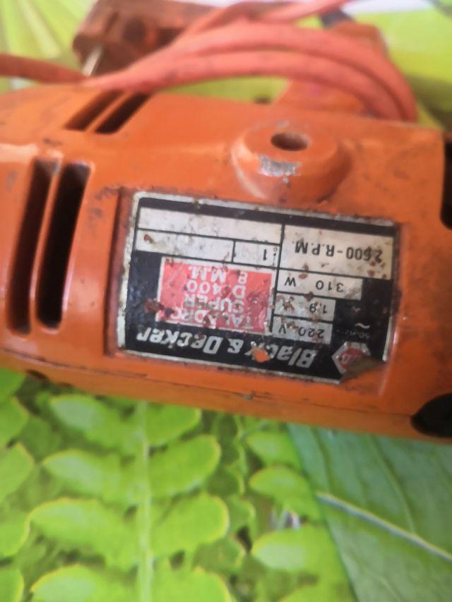 máquina de taladrar antigua pero funciona