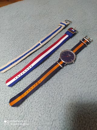 Reloj con correas intercambiables