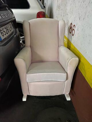 Mecedora - sillón de lactancia. Marca garabatos