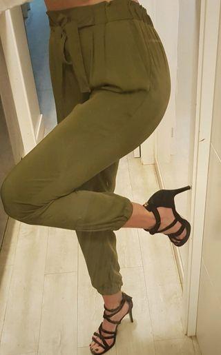 Pantalones fluidos tipo harén .Nuevos.Verde.S