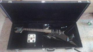 guitarra BC rich Kerry King , amplificador Fender