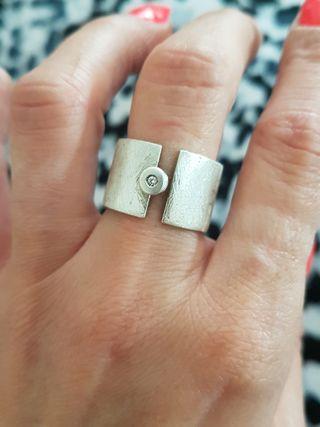 anillo de plata con diamante