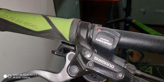 bicicleta de montaña de aluminio es de 29