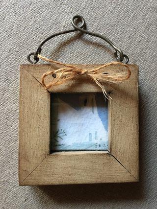 Petit marc rústic de fusta