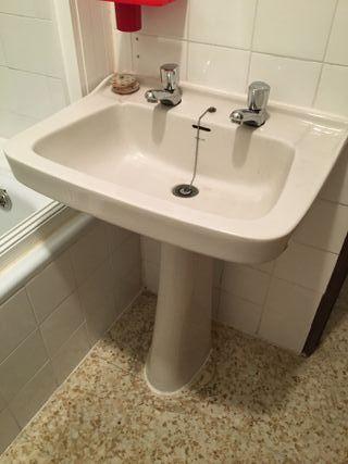 Lavabo de pie y bañera