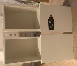 Estanteris librería con puerta corredera ikea