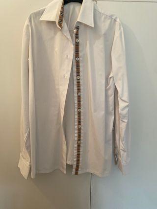 Camisa blanca y cuadros