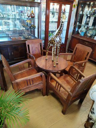 sillas y mesa