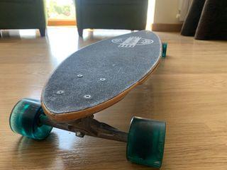 Longboard surf revel