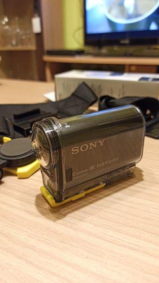 Cámara Sony tipo GoPro, acuática y con accesorios