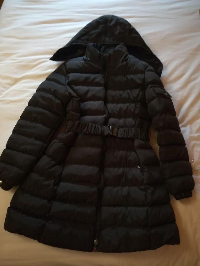 Abrigo marrón con capucha estraible
