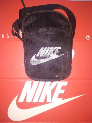 riñonera Nike negra