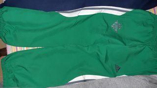 5 pantalones uno nuevo el del Real Betis