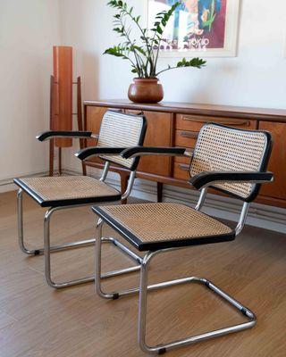 2 sillas cesca Italianas con reposabrazos