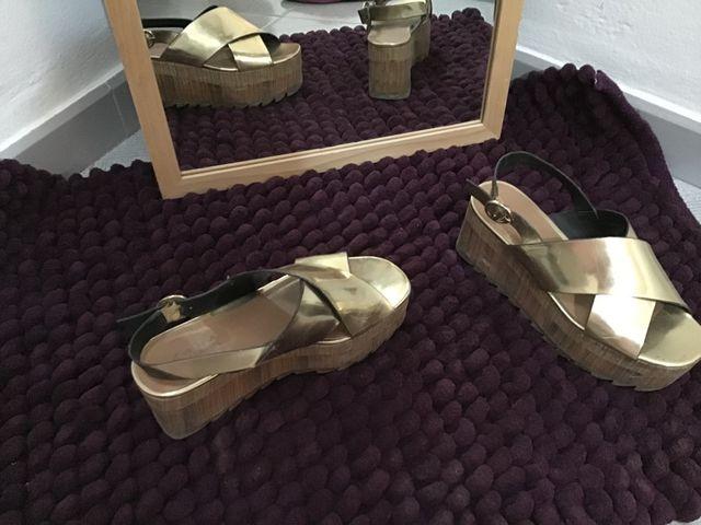 Sandalias plataforma Zara doradas