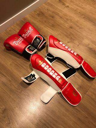 Espinilleras y guantes de kickboxing/muay thai