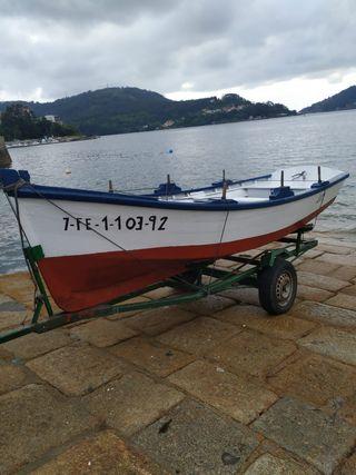 Embarcación de madera para pesca deportiva