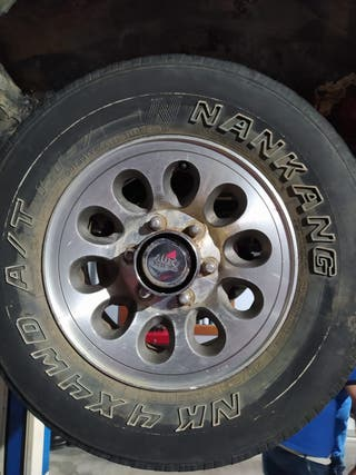 Juego llantas aluminio + Neumáticos Mitsubishi
