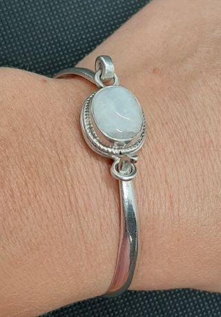 Brazalete vintage de plata 925 y piedra lunar.