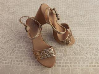 zapatos de brillo dorados