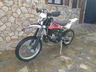 moto enduro husqvarna WR 125