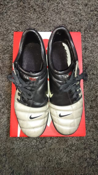 Botas multitaco Nike Total futbol.