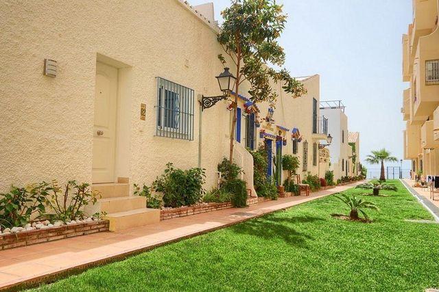 Casa adosada en venta en El Padrón - El Velerín - Voladilla en Estepona