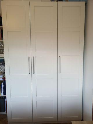 Armario blanco 3 puertas IKEA con interiores
