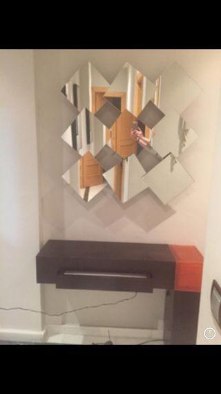 Mueble y espejo. Entrada pasillos