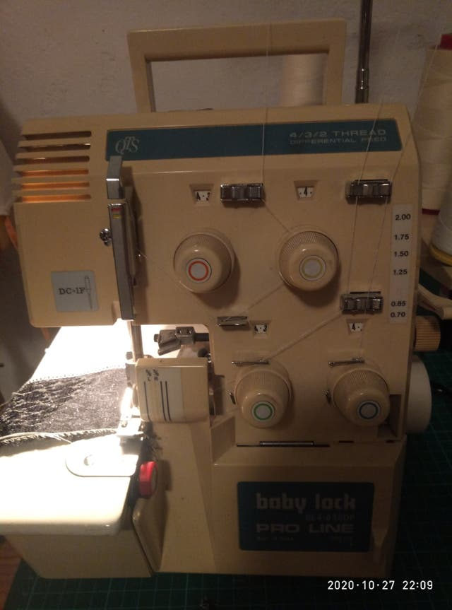 Maquina overlock Brother 4hilos