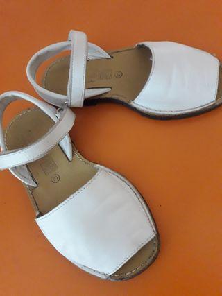 Sandalias menorquinas(zapatillas).PIELTalla 31.