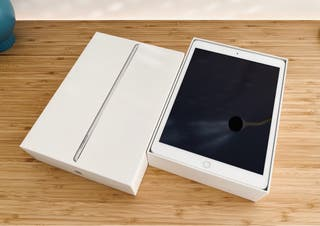 """iPad 2019 10.2"""" 32GB WiFi Silver IMPECABLE!!!"""