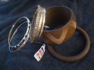 pulseras madera y bisuteria