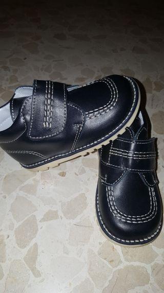 zapatos de piel nuevos t. 23