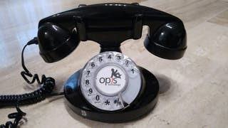 Teléfono fijo estilo antiguo con cable