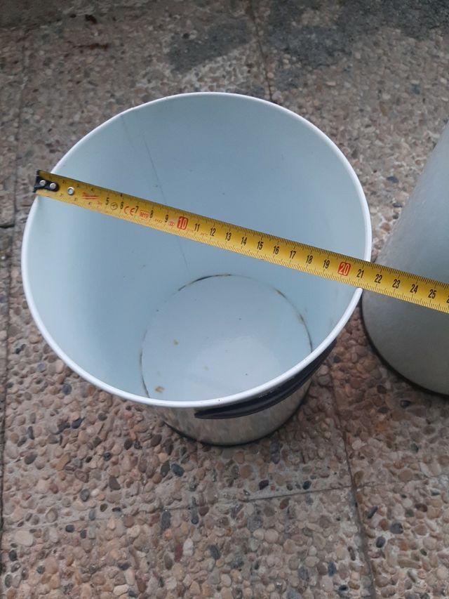 cubos de hierro papelera blancos con asa