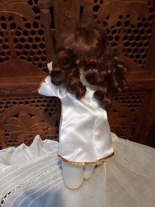 Muñeca musical de porcelana