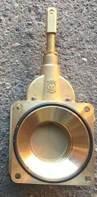 Valvula tajadera para cuba o cisterna