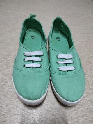 Tenis verdes H&M (Talla 37).