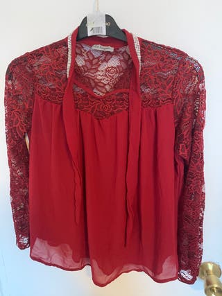 Blusa roja encaje y strass