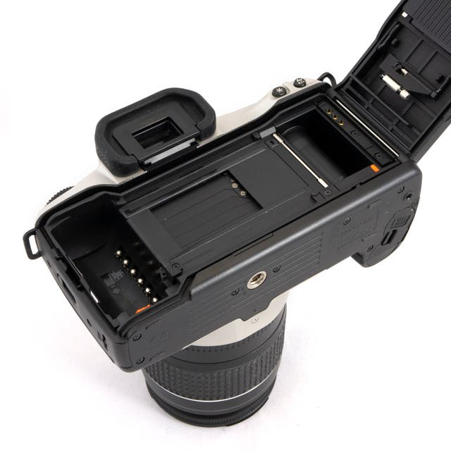 """Canon EOS 300N + 28 - 80mm """"Rokie combo"""""""
