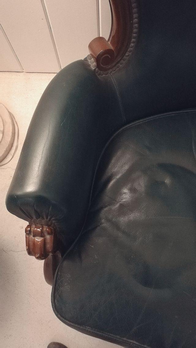 Sofá antiguo de piel