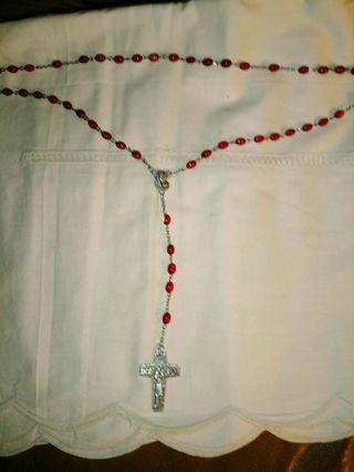 Rosario antiguo traido y bendecido en el Vaticano.