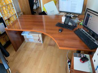 Mesa de oficina en perfecto estado 1 año