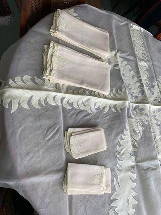 Mantel circular de nipis HECHO A MANO - beige